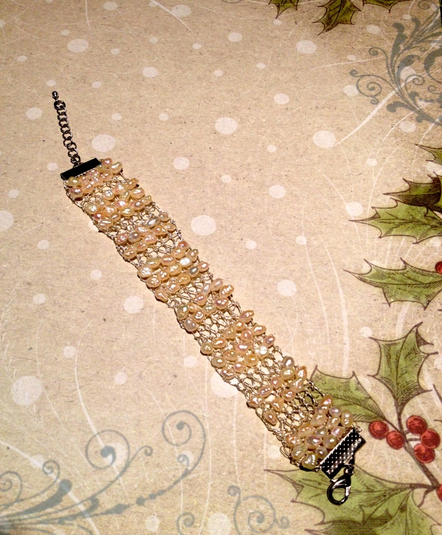 Pearl knitted wire bracelet